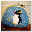 少しでも涼を!イワトビペンギンさんのブルーパッチワーク横ひねりがま口ポーチ 夏の・・・