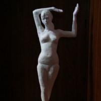「 踊る女 」