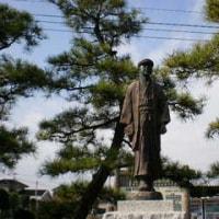 田舎教師の銅像をどの角度から眺める? ―羽生文学散歩(15)―