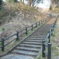階段は走って上りましょう