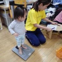 しろ 1歳児 身体測定・体育館下活動