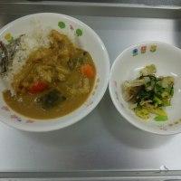 今日は今年最後の給食・手作り野菜カレーでお誕生会です。