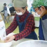 ニコニコ米の袋詰め