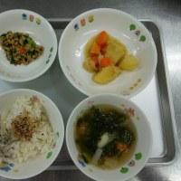 久しぶりの給食で子供たちはしっかり食べていました。残菜は200gでした。