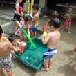 あお 3歳児 プール・水鉄砲