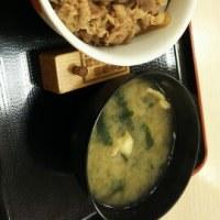 すき家 豚バラ生姜焼き定食 と プレミアム牛丼