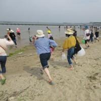 二色の浜へ行き、親睦を深めました