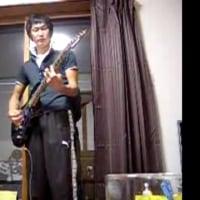 【心霊動画】ギターの練習中、あるはずのない顔が現れる…