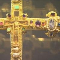 御受難節に十字架を紫の布でおおい隠すのは何故か?