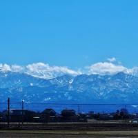 朝雪が降っていたが、昼にはほとんど快晴の立山連峰・・・富山市水橋
