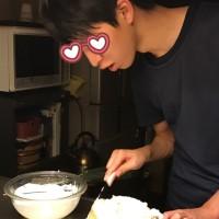 次男とケーキを作る。