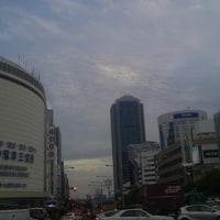 鳥取震度6地震発生後も大阪市浪速区・神戸市中央区三宮で壮絶地震雲が出ていました。