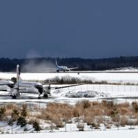 能登空港 ANAボーイング737-800 日本航空大学校YS-11