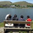 白樺湖前で昼飯