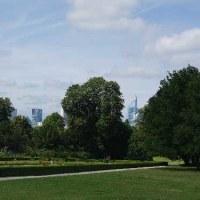 【フォトの旅】パリのバガテル公園を訪れよう。 今や<バラ園>は百花繚乱。