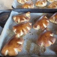 今、焼きあがった!「グレーテルのかまど」レシピのクリームパン