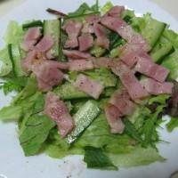 ベーコン・葉物のサラダと菜飯
