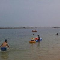 本日は今年初の海へ。淡輪ときめきビーチへ。歩いて箱作のぴちぴちビーチへも。水がきれい5メートルの水底が見える。