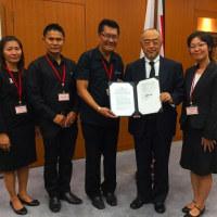 日本政府、タイ中部で車椅子リフト付き送迎車両贈与