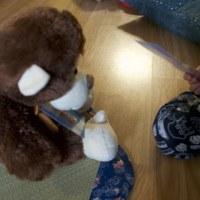 お猿と一緒に トランプ遊び