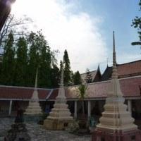 ワットバンケーヤイに仏塔を見た