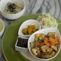 今週のマクロビオティックランチ 10/19~10/24は「自家製厚揚げと旬野菜の豆鼓炒め」です!
