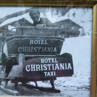 HOTEL CHRISTIANIA へは橇でゆく