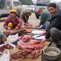 ・・・・・「あなたの命をいただきます」・猟友会で持ち寄った獲物を料理している光景です・・・・・