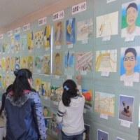 図工・美術作品展で県特選を受賞した作品が掲示されています。