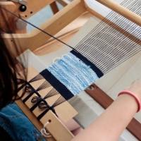 お友達同士で手織り体験をしました。  竹島クラフトセンター