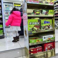 韓国のコンビニは 茶?抹茶??グリーンティー味のお菓子がいっぱい!(´-`*)