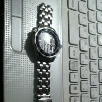 時計のベルトが!