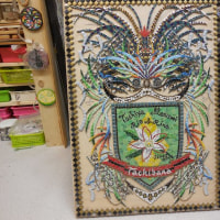 家族の紋章の制作と棚作りとキウイのハロウィンの仕上げ