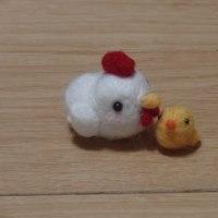 すみっコのウエストポーチと、羊毛にわとり親子