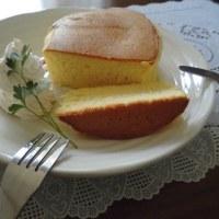 フワフワでシュワシュワの分厚いスフレパンケーキ。