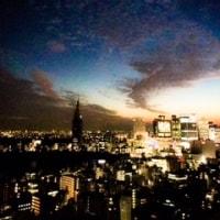 夕焼けの空にうろこ雲