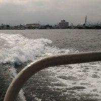 港から島へ