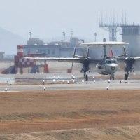 2017年・航空フォト(米海兵隊岩国航空基地)その32 翼を折りたたむE-2Cスカイホーク