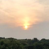 大雨予報前の夕陽