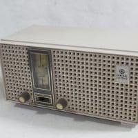 G.E. T-230C  (5tube, AM/FM, 1963)