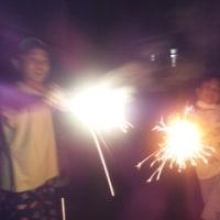 詩、花火に火をつけるロウソク