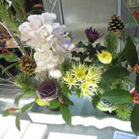生け花と明るい新型プリウス