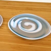 栗原瑠璃華さんの吹きガラスの小皿とお猪口