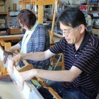 ご夫婦で手織り体験    竹島クラフトセンター