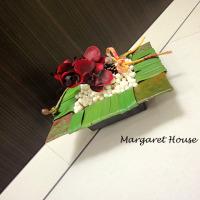 お正月飾り、胡蝶蘭の色を変えました