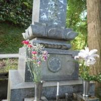 母の日・・・お墓にカーネーションを供えました。