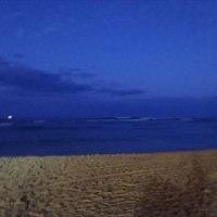 ワイキキ30日目早朝の波 面ツルセット頭前後 ミドルでも胸前後で最高でした