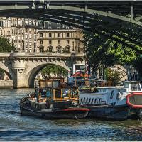 パリの橋の下