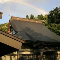 本堂にかかる虹