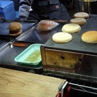 ネオン街のハンバーガー